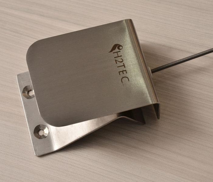 Esse pedal pode ser utilizado em qualquer ambiente, principalmente no ambiente fabril, na barreira sanitária, em bebedouros, em pias para fazer assepsia. É produzido todo em inox, não precisa de energia elétrica e é de fácil instalação.